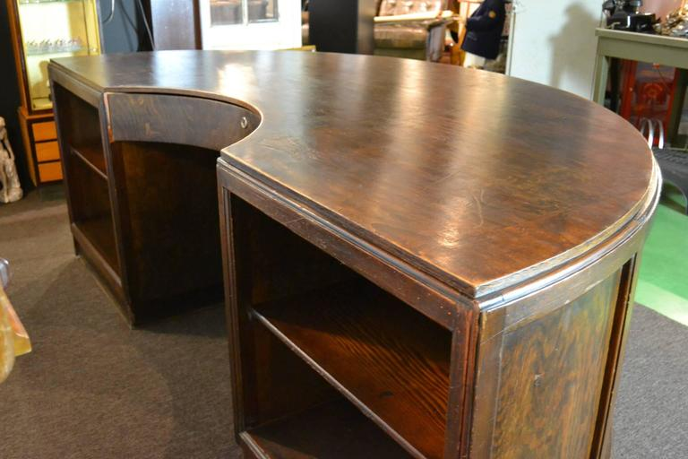 Antique Half Round Wooden Executive Desk In Good Condition For Sale In Antwerp, BE