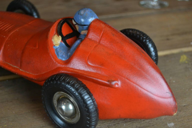 1930s Red Rubber Racer Toy Car In Excellent Condition For Sale In Antwerp, BE