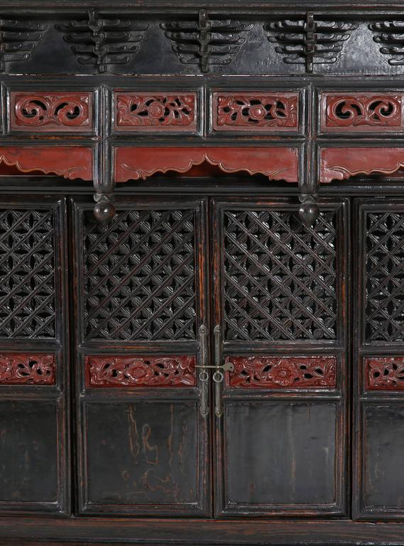 Qing Antique Black/Red Lacquer Table Shrine Cabinet Carved Lattice Doors  Chinoiserie For Sale - Antique Black/Red Lacquer Table Shrine Cabinet Carved Lattice Doors