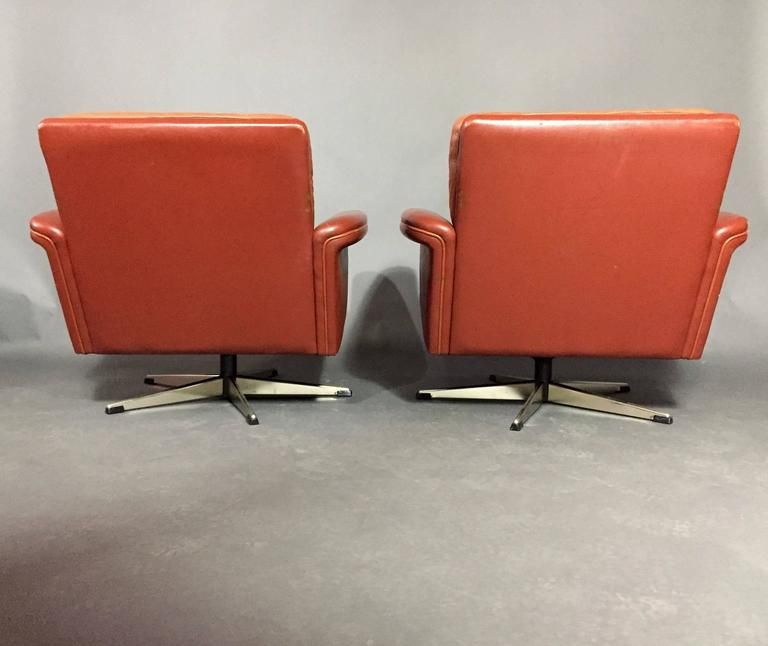 Pair of Scandinavian Leather and Steel Swivel Chairs, Denmark, 1960s 4