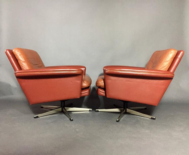 Pair of Scandinavian Leather and Steel Swivel Chairs, Denmark, 1960s 5