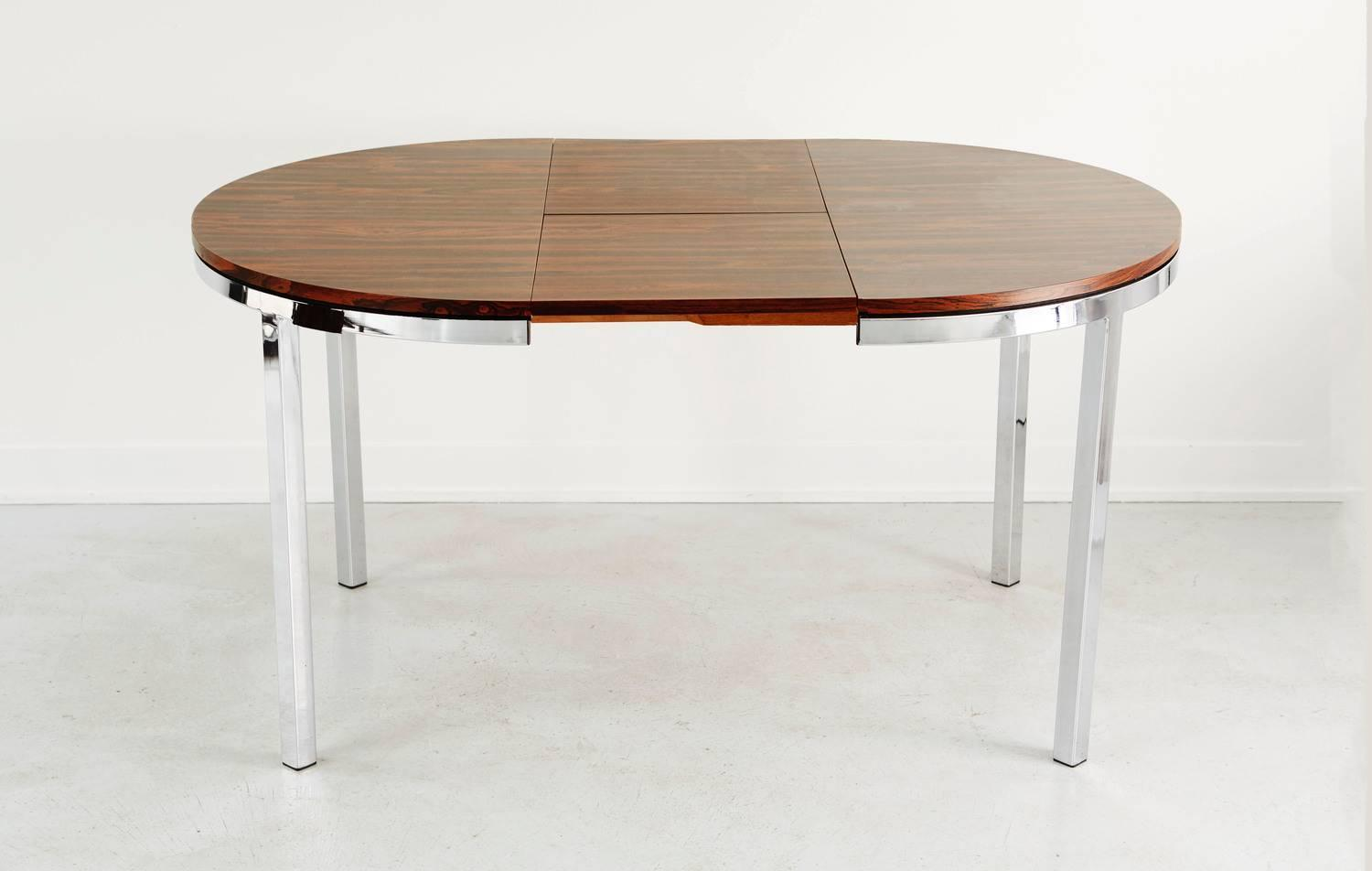 Rosewood veneer expanding dining table at 1stdibs for Expandable dining table