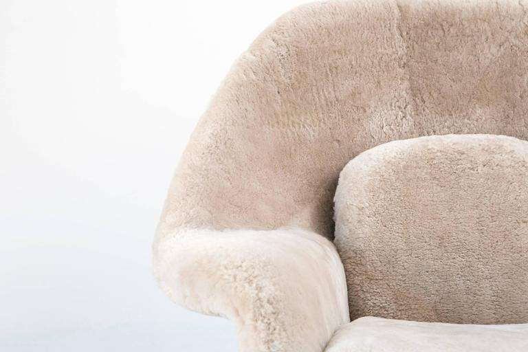 Metal Saarinen Mid-Century Modern Womb Chair by Knoll Reupholstered in Shearling