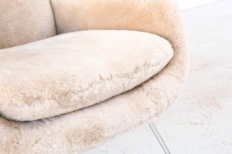 Saarinen Mid-Century Modern Womb Chair by Knoll Reupholstered in Shearling 2