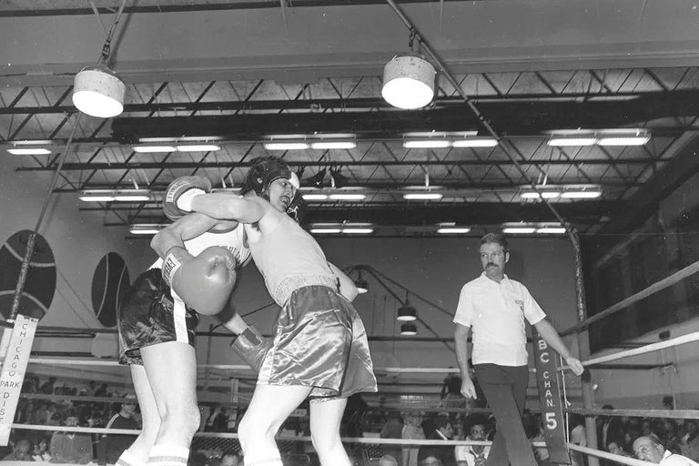 67 Vintage Chicago Boxing Photos, circa 1980s In Excellent Condition For Sale In Chicago, IL