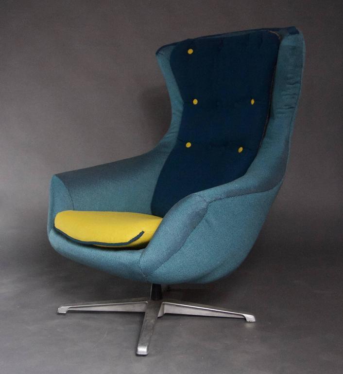 A 1960s Swivel Chair Modeled After Arne Jacobsonu0027s Egg Chair  But Itu0027s A Bit