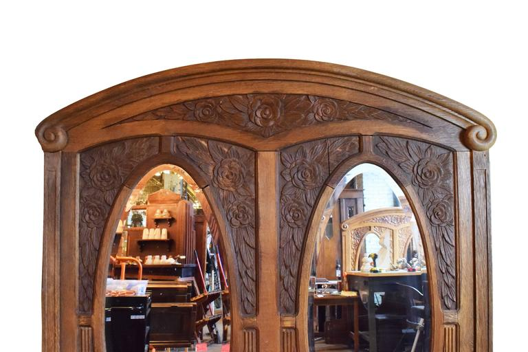 Early 20th Century Carved Oak Frame with Bevelled Glass Mirrors In Excellent Condition For Sale In Minneapolis, MN