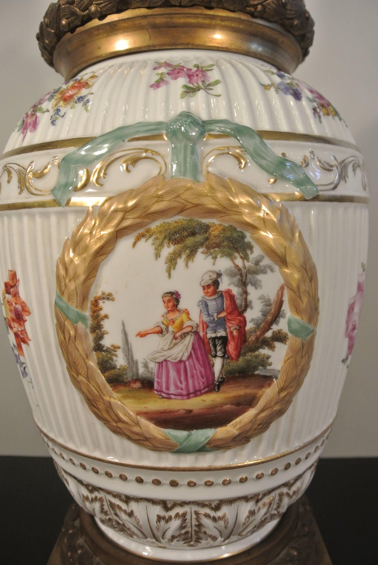 Covered Porcelain Bronze on Gilded Bronze Base from the 19th Century In Good Condition For Sale In Saint-Ouen, FR