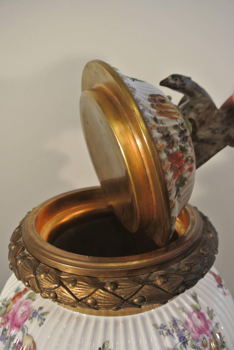 Covered Porcelain Bronze on Gilded Bronze Base from the 19th Century For Sale 3