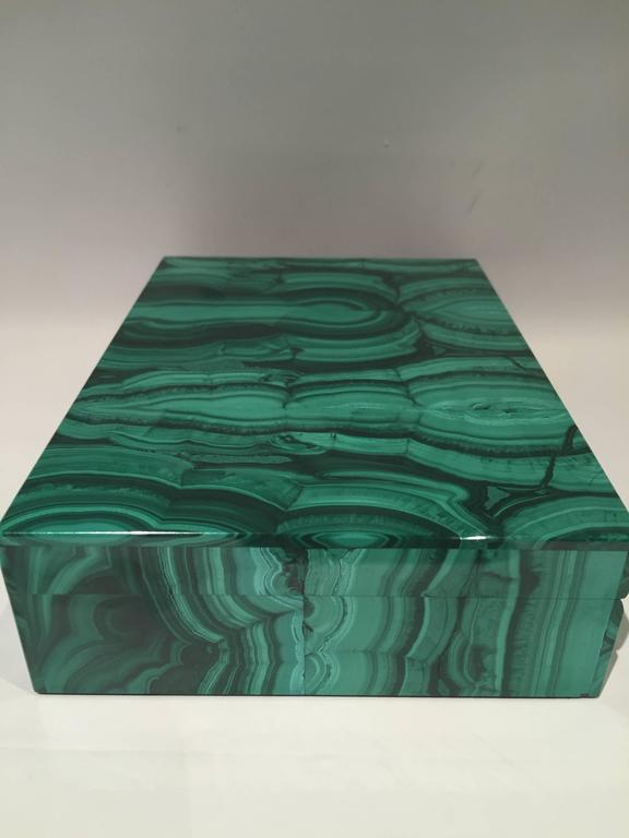 Malachite Box with Hinged Lid In Good Condition For Sale In New York, NY