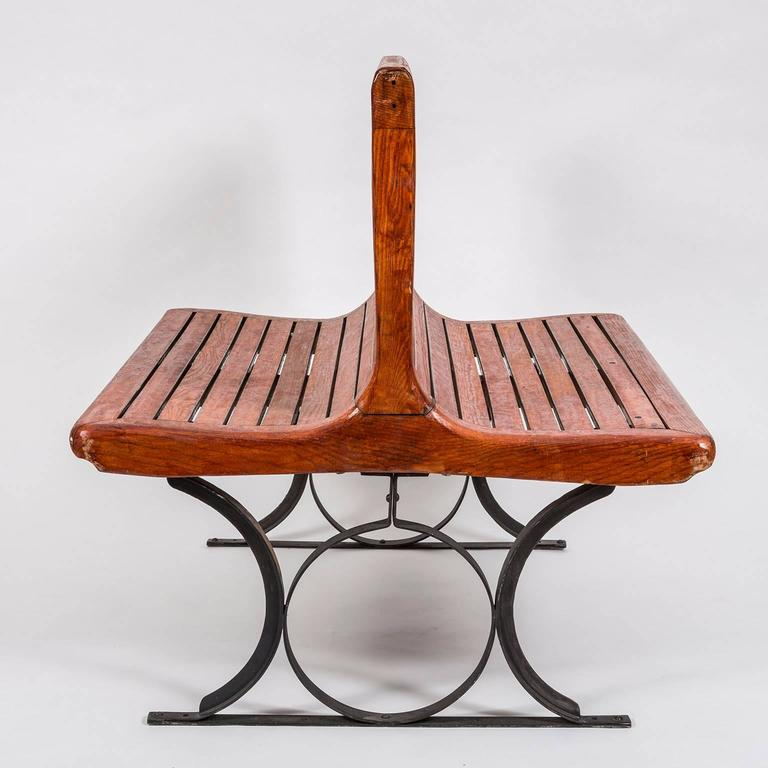 Rare 1920s second class French Paris Metro slatted wooden freestanding double sided bench, manufactured by Sprague Thomson, circa 1920. Although the majority of the Paris Metro entrances were in the Art Nouveau style, these chairs have more of an