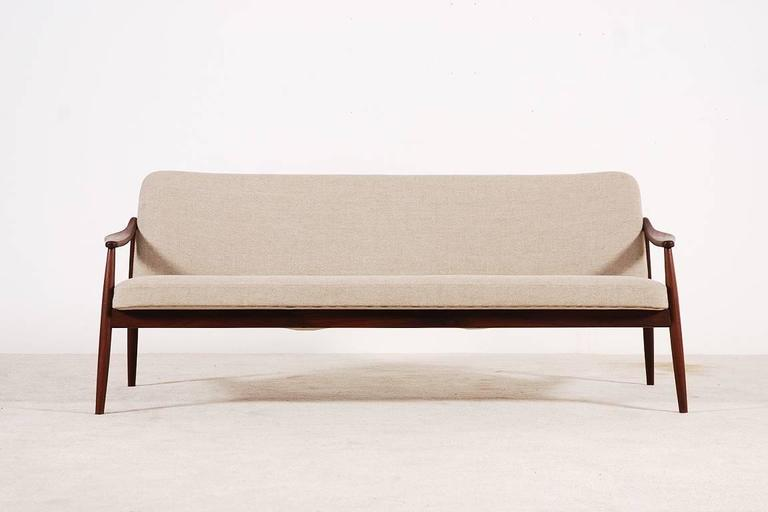 Beautiful three-seat teak sofa designed by Hartmut Lohmeyer for Wilkhahn, 1950s.