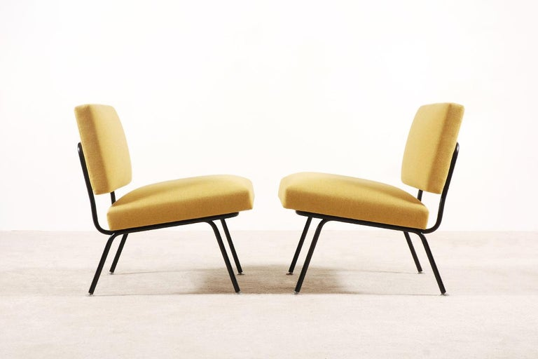 Mid-Century Modern Pair of Florence Knoll Easy Chairs for Knoll International, circa 1955 For Sale