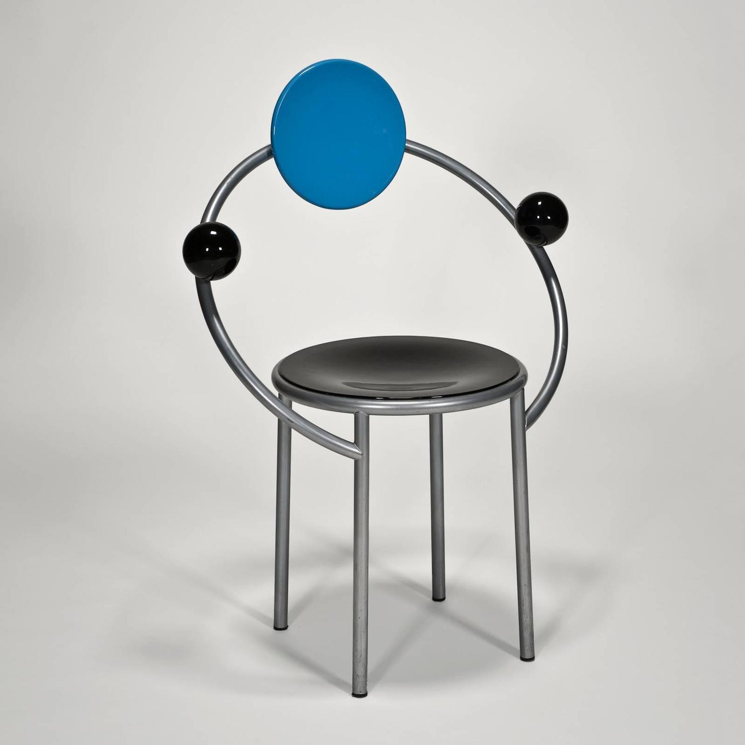 First chair by michele de lucchi for memphis milano set for Chaise annee 80