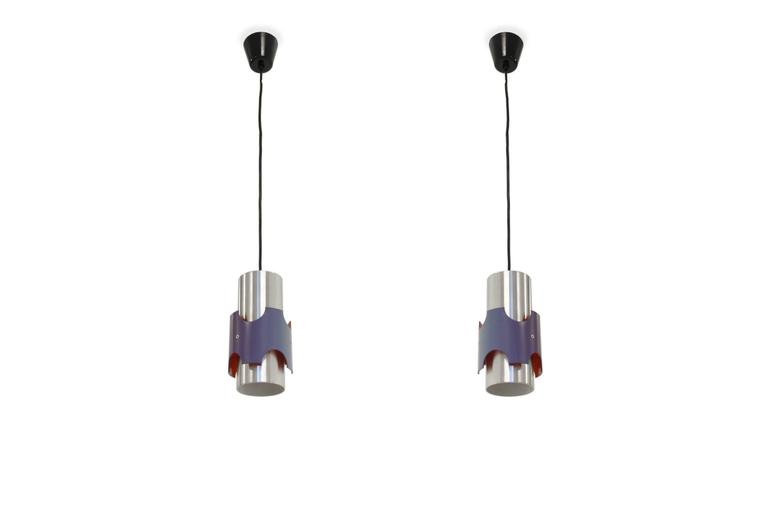 Refreshing ceiling lights on a steel frame.