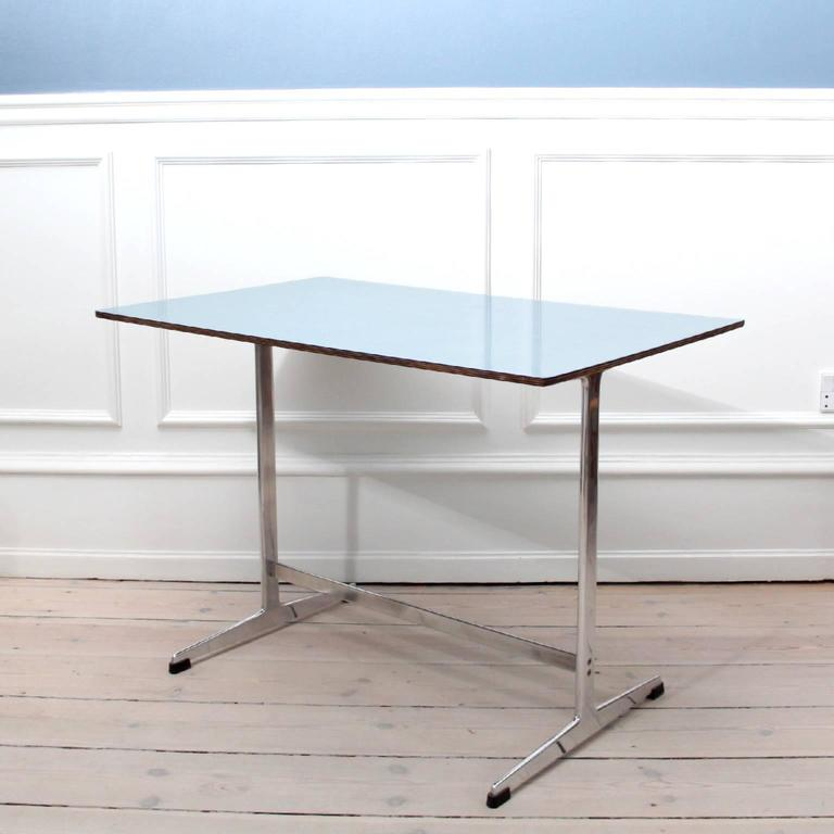 ARNE JACOBSEN & FRITZ HANSEN - MID-CENTURY MODERN DESIGN  An original Arne Jacobsen cocktail table with top of blue Formica and polished aluminum Shaker legs.   Designed 1958 for the Iconic SAS Royal Hotel in Copenhagen.  Manufactured by Fritz