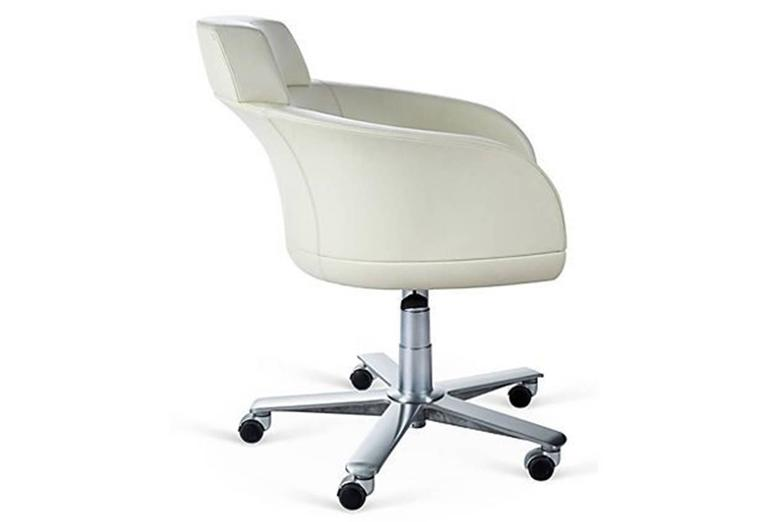 giorgetti selectus swivel armchair in leather 2
