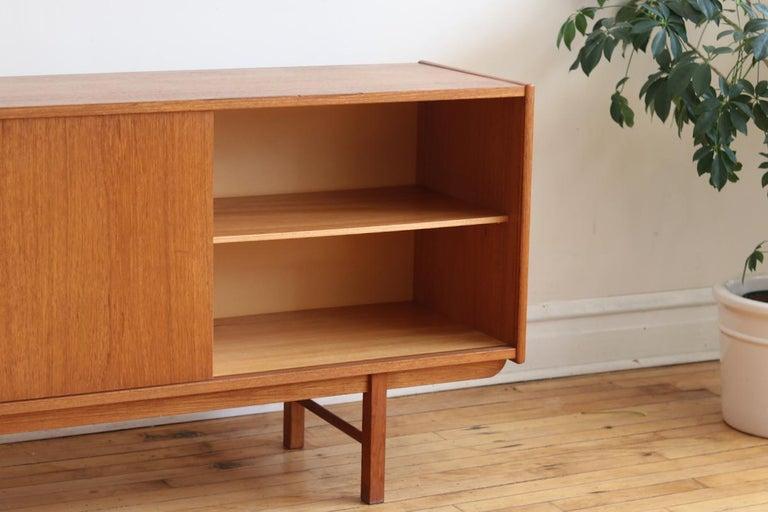 Mid-Century Modern Teak Danish Credenza For Sale 1