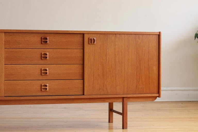 Mid-Century Modern Teak Danish Credenza For Sale 12