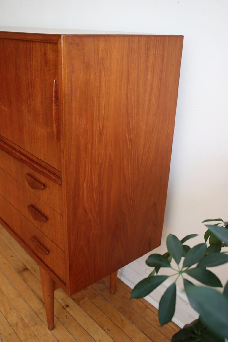 Midcentury Danish Modern High Sideboard with Dry Bar For Sale 12