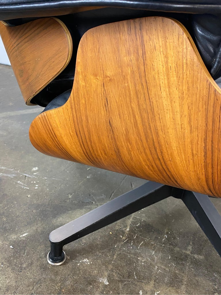 Gorgeous Herman Miller Eames Lounge Chair and Ottoman For Sale 2