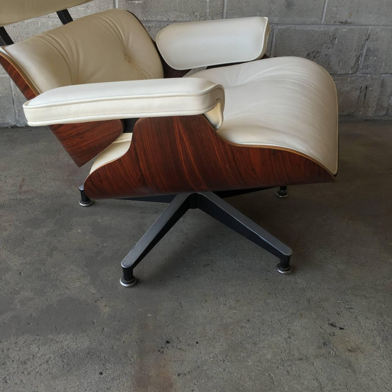 Herman Miller Eames Lounge Chair with New Ivory Leather In Excellent Condition For Sale In Brooklyn, NY