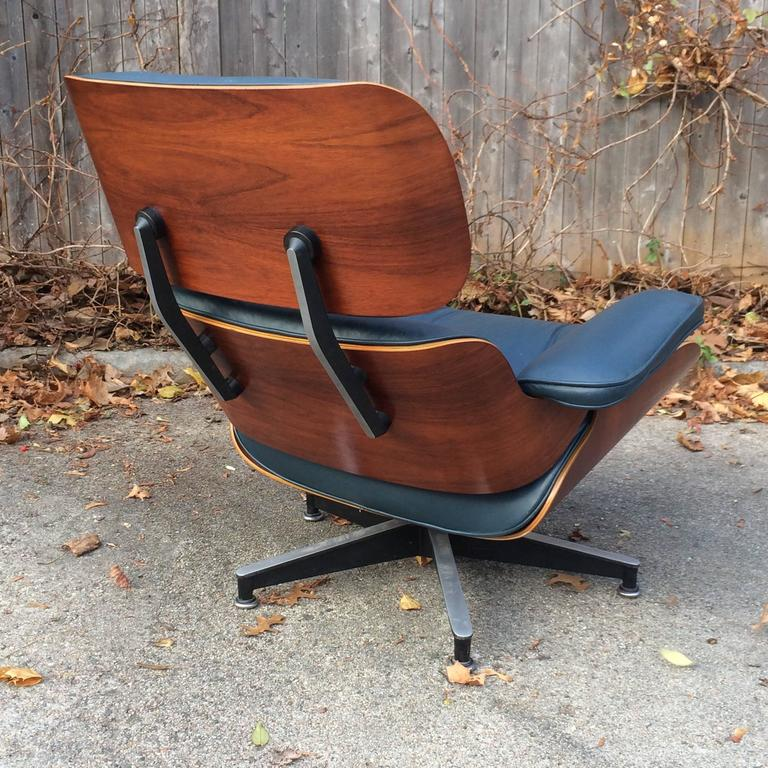 Rare Navy Blue Herman Miller Eames Lounge Chair Set In Good Condition In Brooklyn, NY