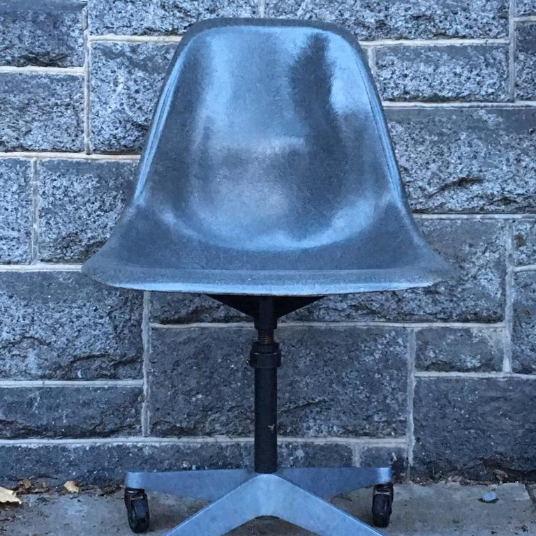 Herman Miller Eames Elephant Grey Desk Chair In Excellent Condition For Sale In Brooklyn, NY