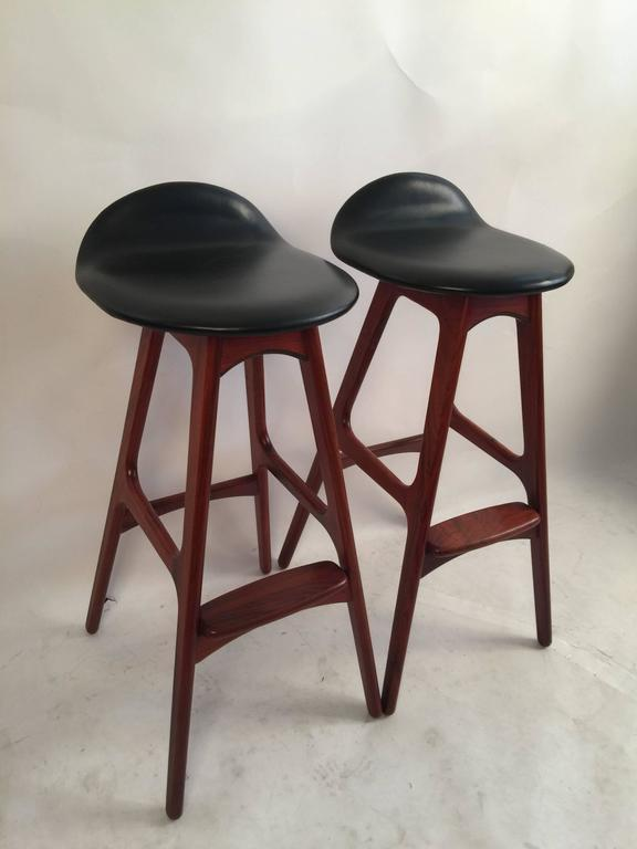 Beautiful pair of bar stools model OD61 by the Danish designer Erik Buck and manufactured by OD Mobler, 1960. A sculptural, elegant and comfortable barstool. Frame is rosewood and seat is upholstered in black leather. Good vintage condition.
