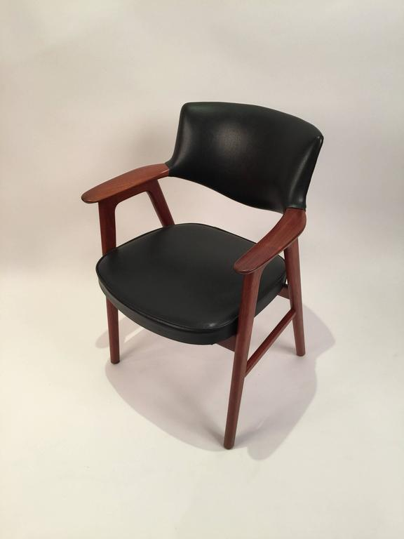 Erik Kirkegaard Armchair Produced By Høng Møbelfabrik In The 1960s. The  Chair Features Wide And