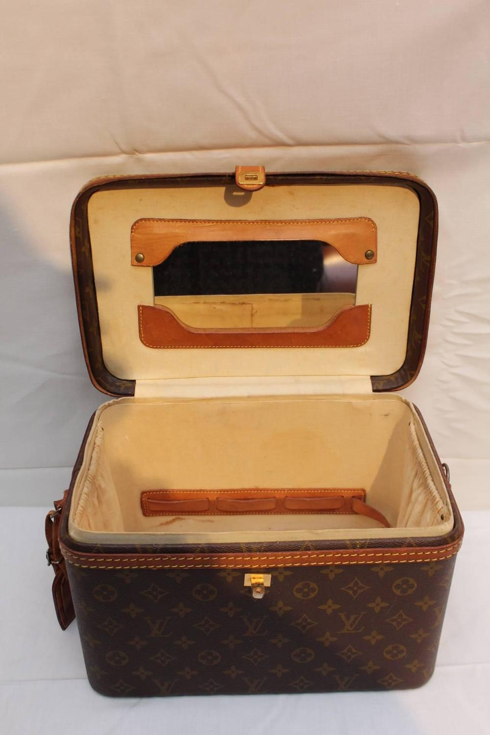 vintage louis vuitton vanity case circa 1980 at 1stdibs. Black Bedroom Furniture Sets. Home Design Ideas