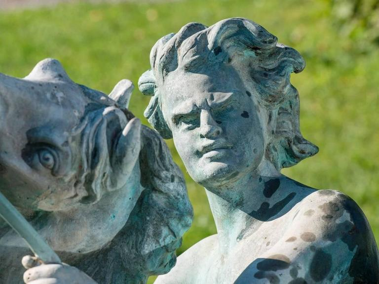 Fountain, Art Nouveau, Bronze Sculpture In Good Condition For Sale In Gonten, CH