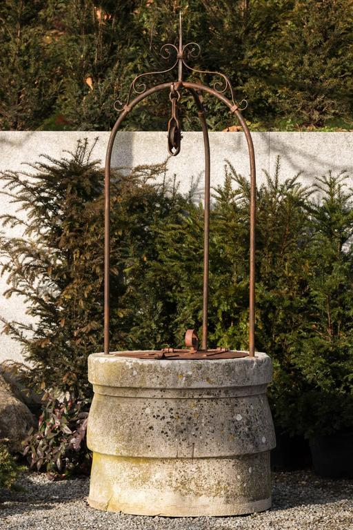 Well limestone fountain decor at 1stdibs for Decor 5 5 litre drink fountain