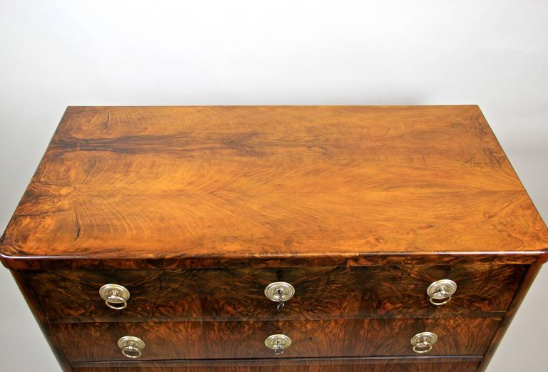 Biedermeier Nut Wood Writing Commode, Austria, circa 1830 For Sale 1