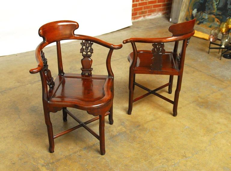 Pair of Exceptional Chinese Rosewood Corner Chairs 2 - Pair Of Exceptional Chinese Rosewood Corner Chairs For Sale At 1stdibs