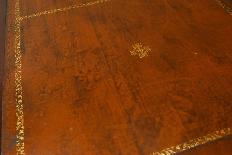 19th Century, English Regency Walnut Writing Table In Good Condition For Sale In Oakland, CA