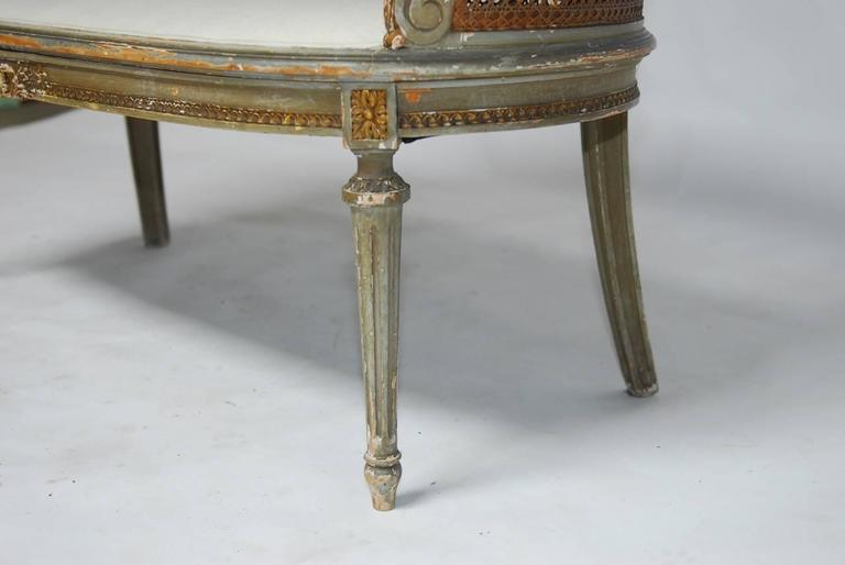 French Louis XVI Cane Settee Canape en Corbeille In Distressed Condition For Sale In Oakland, CA