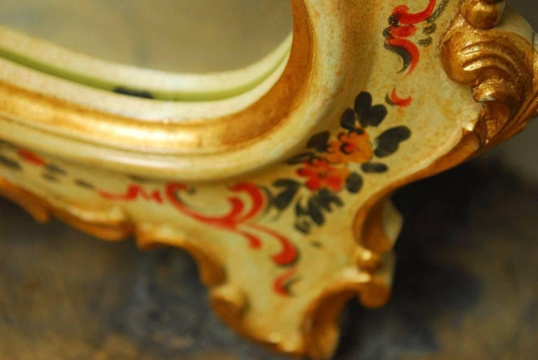 Venetian Chinoiserie Gilt and Lacquered Mirror For Sale 1