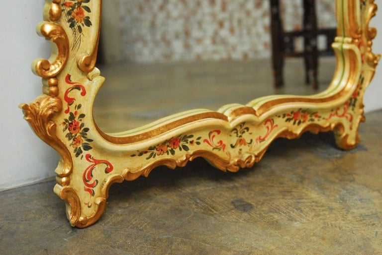 Hand-Carved Venetian Chinoiserie Gilt and Lacquered Mirror For Sale