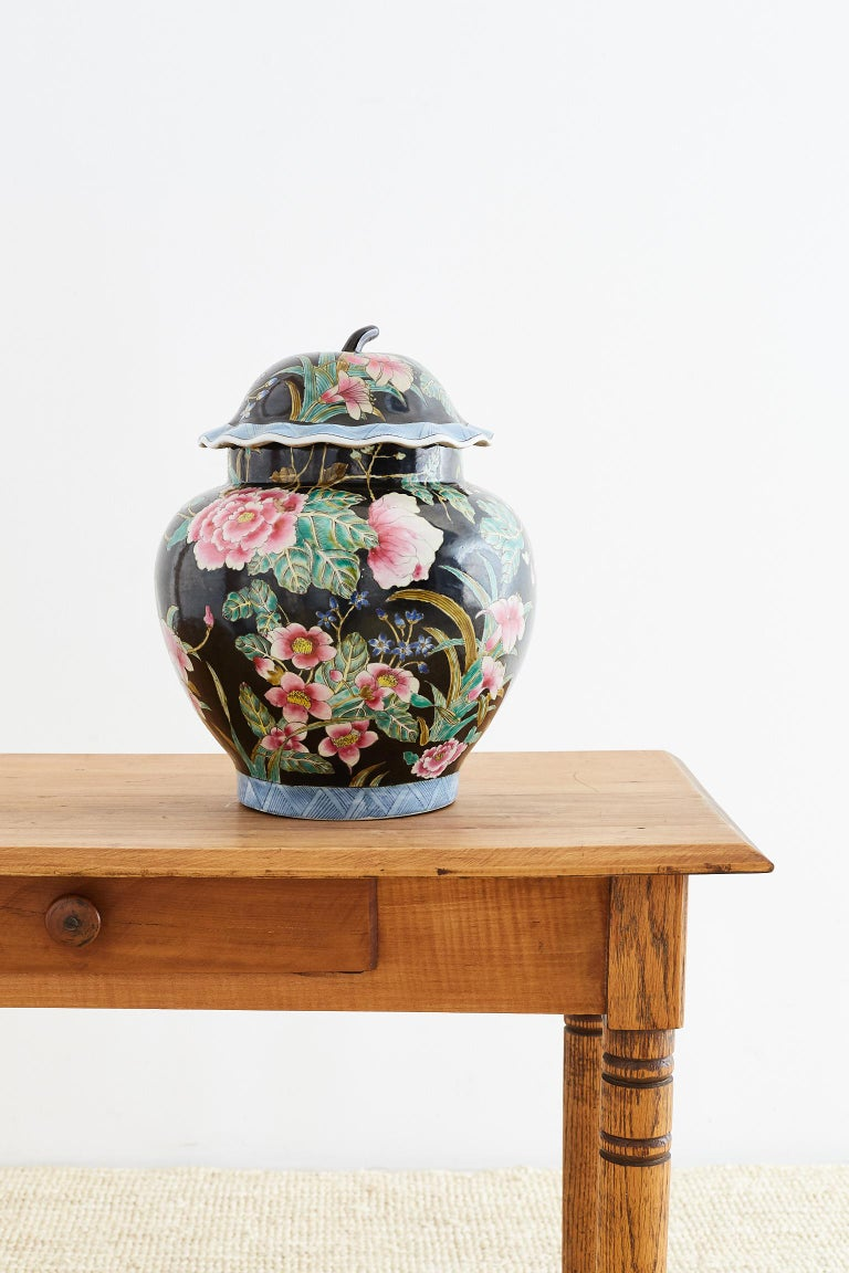 Chinese Export Famille Noir Porcelain Ginger Jar In Excellent Condition For Sale In Oakland, CA