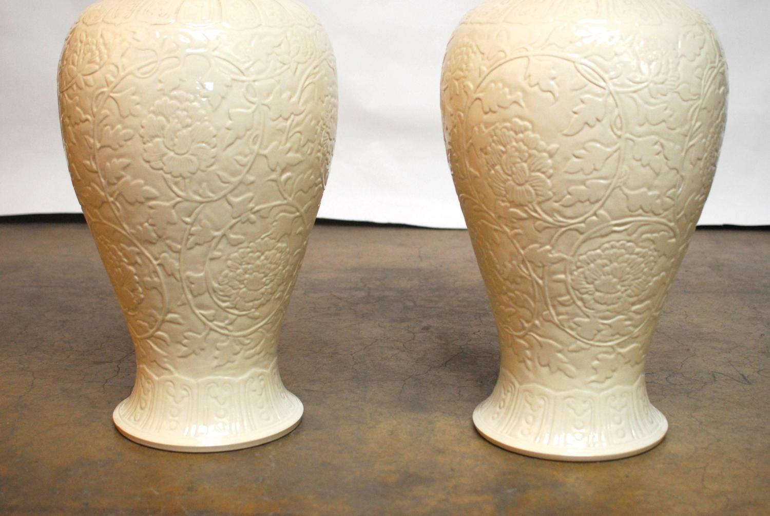 pair of chinese porcelain blanc de chine vases at 1stdibs. Black Bedroom Furniture Sets. Home Design Ideas