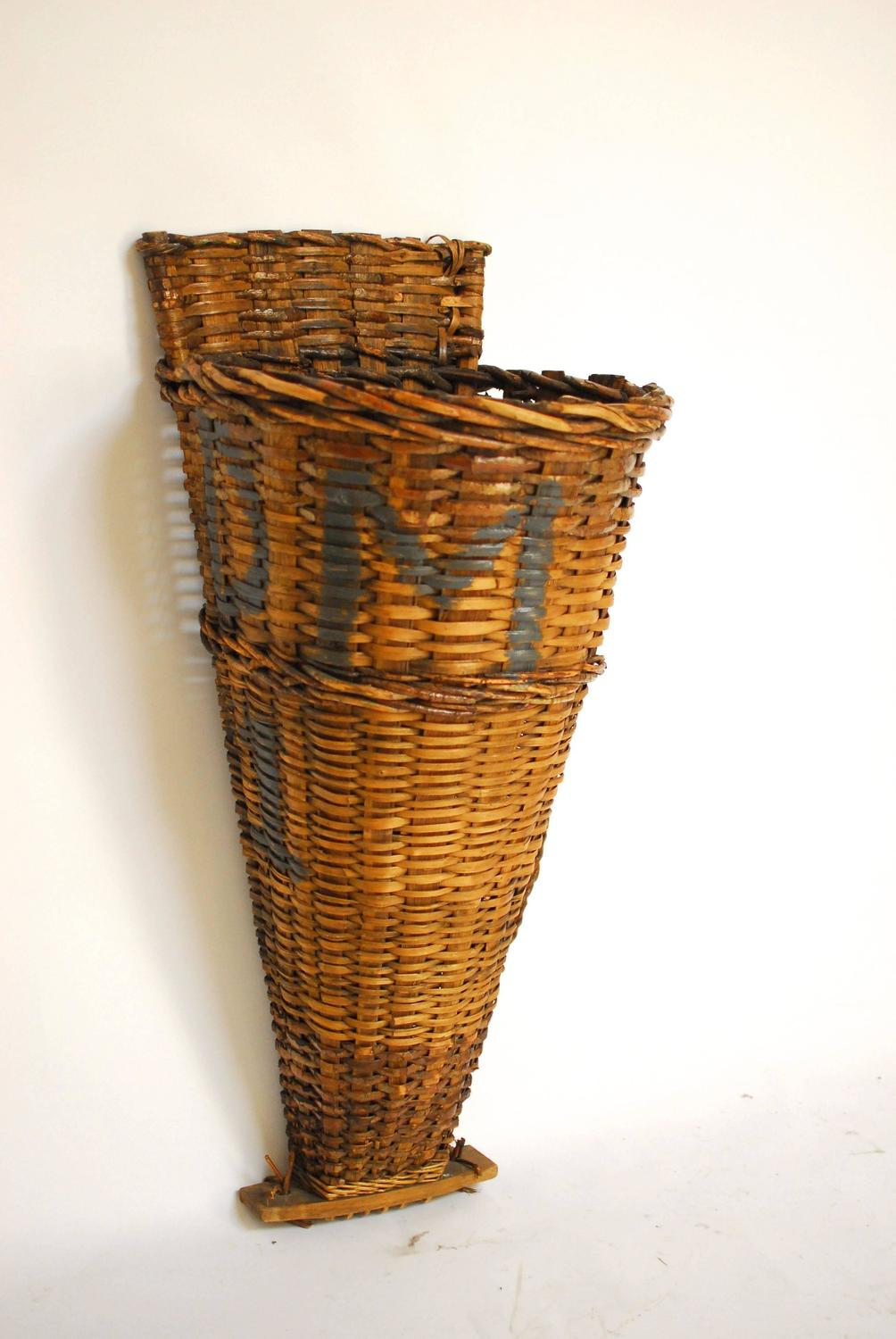 french grape harvest basket hotte for sale at 1stdibs. Black Bedroom Furniture Sets. Home Design Ideas