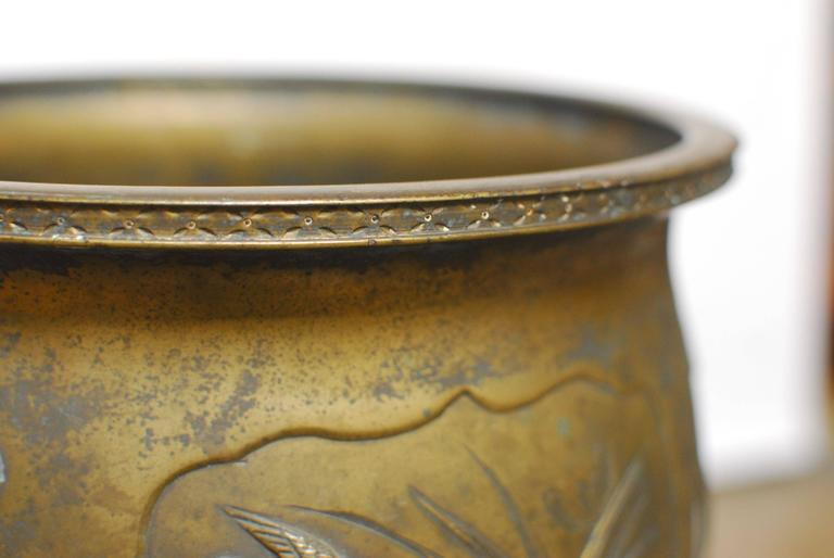 Japanese Bronze Meiji Period Urn Planter In Excellent Condition For Sale In Oakland, CA