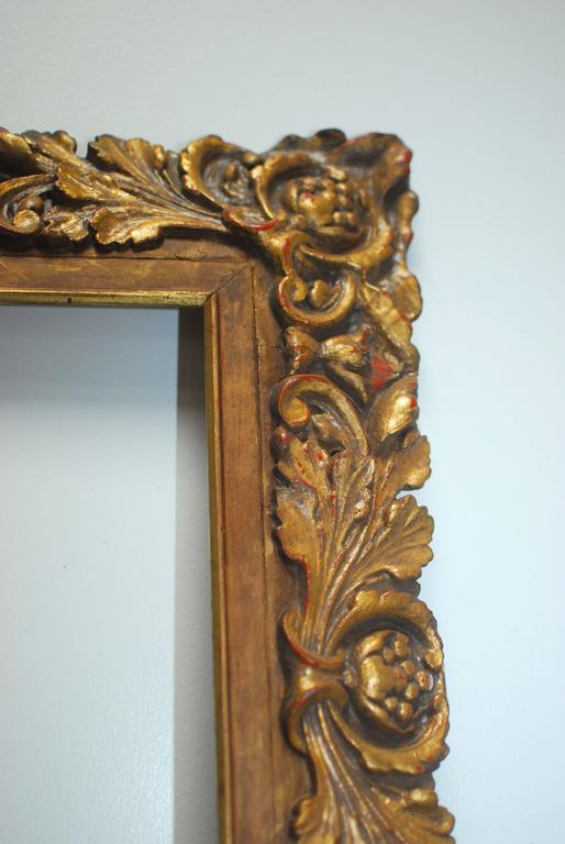 Italian carved gilt and gesso frame made in the Baroque taste featuring acanthus leaves decoration. The outside opening measures 39.5