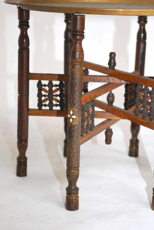 Pair of Moroccan Brass Tray and Wood Drink Tables For Sale 3