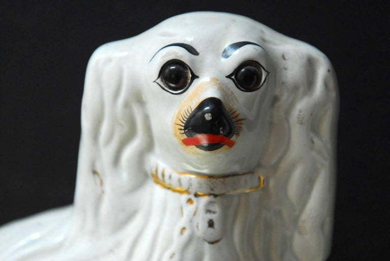 20th Century Pair of English Staffordshire Glazed Ceramic Dogs For Sale
