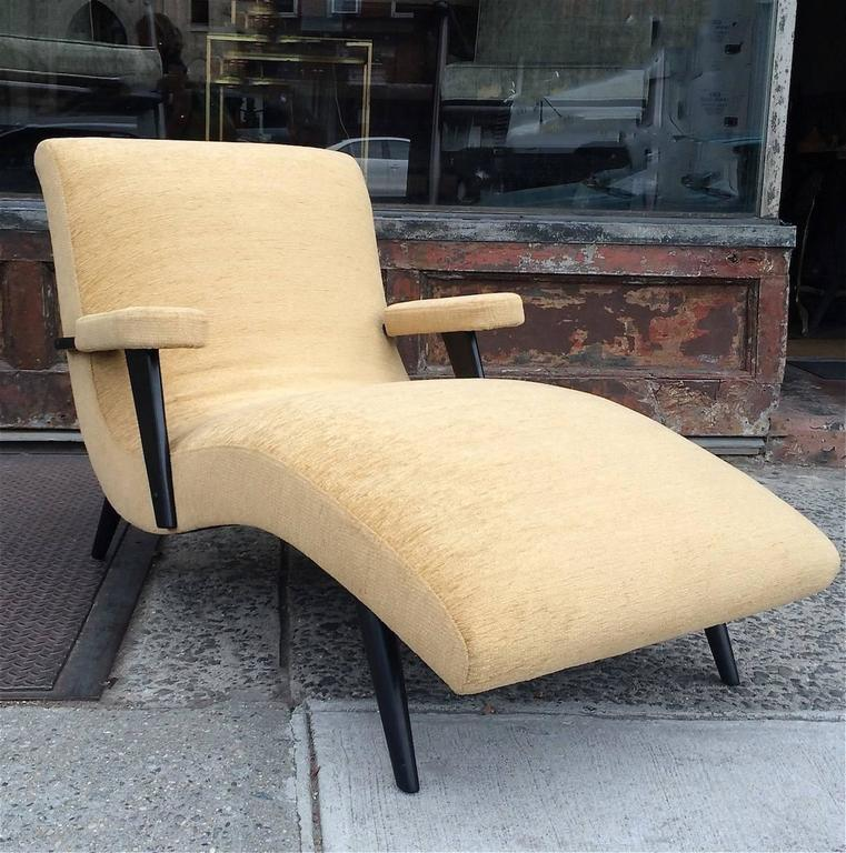 Mid century modern lacquered maple upholstered chaise for Chaise longue modern