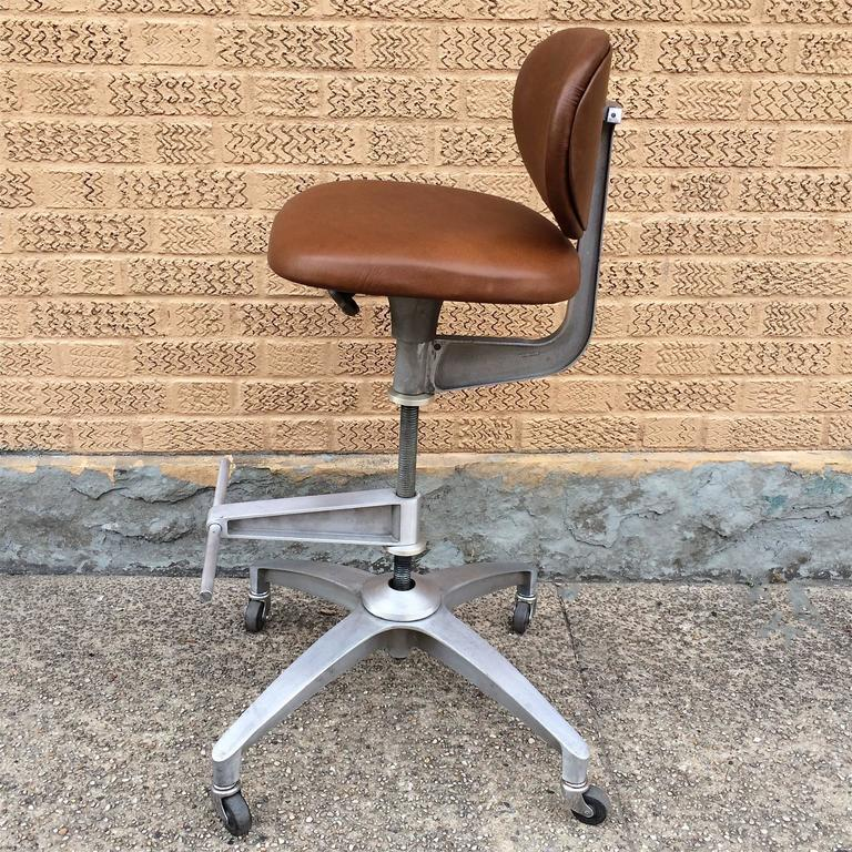 Exceptional American Shaw Walker Adjustable Aluminum And Leather Drafting Stool For Sale