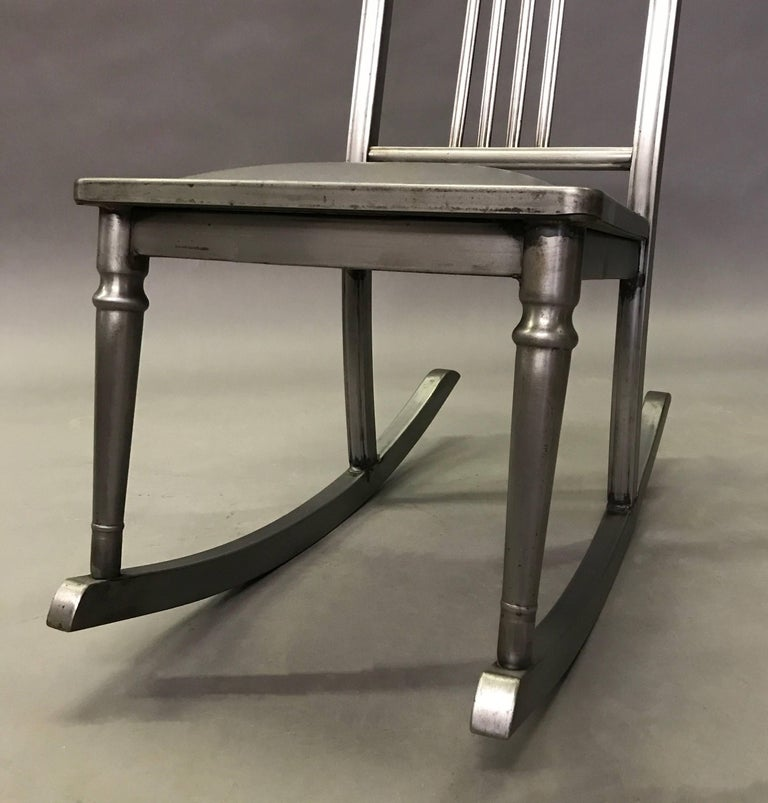 Petite Brushed Steel Rocking Chair by Simmons Sheraton Series In Excellent Condition For Sale In Brooklyn, NY