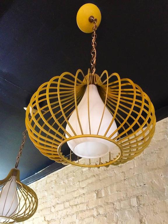 Mid-Century Modern Onion Shape Pendant Lights In Good Condition For Sale In Brooklyn, NY